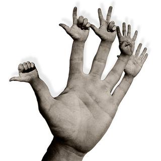 Photo de mains au bout des doigts.