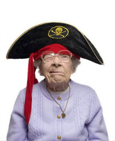 Photo grand-mère déguisée en pirate.
